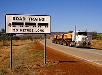 Roadtrain warning sign